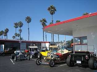 Oceanside 101 Cafe and classic cars